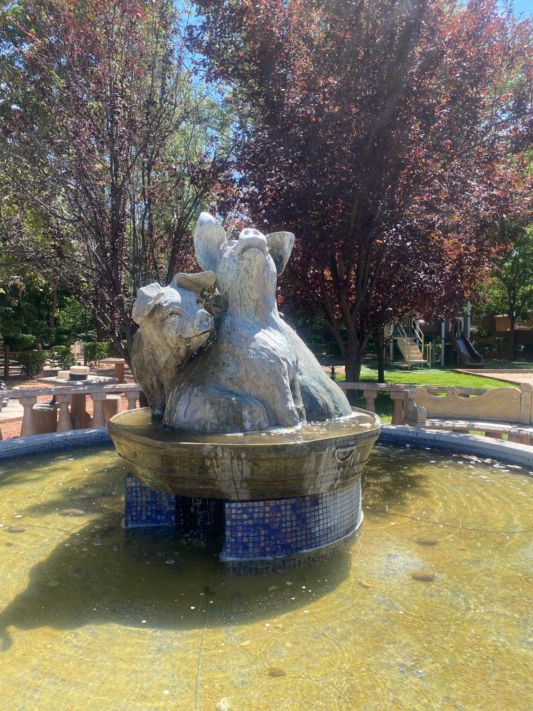 Statue of a pig at Los Abrigados